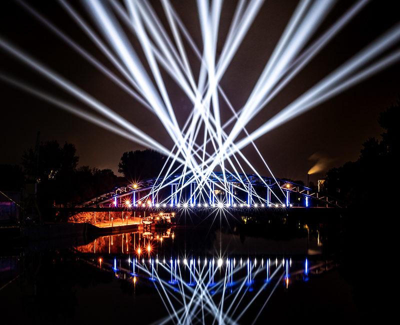 Weserbrücke im Licht
